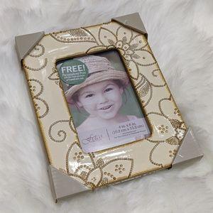 Fetco cream & gold textured floral photo frame